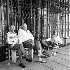David Goldblatt, Listening to the cricket commentary on a Saturday afternoon, before the destruction of Fietas under the Group Areas Act, 1977 David Goldblatt, Photo Report, A Moment In Time, Photojournalism, South Africa, Documentaries, Memories, Couple Photos, Gallery