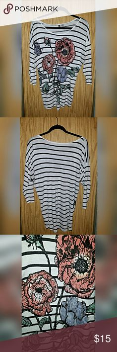 H&M Striped Flower Dolman 3/4 Sleeve Top This dolman top features a really beautiful flower pattern, dolman style fit, 3/4 length sleeves and is really soft! Gently used, still in great condition! H&M Tops