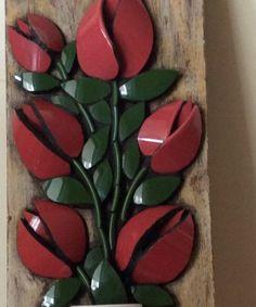 Discover thousands of images about Tulipas Vermelhas - Maria Artemis Mosaicos com Estilo Teacup Mosaic, Mosaic Vase, Mosaic Tiles, Mosaic Art Projects, Mosaic Crafts, Mosaic Flowers, Glass Flowers, China Crafts, Mosaic Artwork