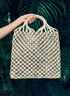 The perfect Sunday market bag This sustainable tote is handcrafted from leaves of Fique, a native plant from the Andean regions of Colombia, Ecuador, and Peru. Perfect for Sunday shopping, just in time for Summer farmers' markets. Someware · Miss Moss Crochet Market Bag, Crochet Tote, Macrame Bag, Micro Macrame, Net Bag, String Bag, Summer Bags, Knitted Bags, Purses And Bags