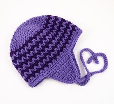 Use two contrasting colors to work up the Zigzag Earflap Crochet Hat. This easy hat features rows of zigzag crochet stitches to give this earflap beanie a fun, youthful look. Crochet Hat Earflap, Earflap Beanie, Bonnet Crochet, Crochet Kids Hats, Crochet Beanie Pattern, All Free Crochet, Motifs Beanie, Knitting Patterns, Crochet Patterns