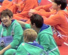 the baekyeol neck thing (gif) #chanyeol #baekhyun