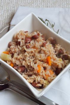 "Se preferir que o arroz fique mais ""malandrinho"", junte um pouco mais de caldo de legumes Rice Recipes, Cooking Recipes, Portuguese Recipes, Portuguese Food, Food Goals, Couscous, Fried Rice, Food Inspiration, Carne"