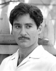 Kevin Kline, young and nearly as handsome as he is today. JC <<<<<I don't know what it is about Kevin Kline but he is just TOO CUTE Moustaches, Hollywood Actor, Classic Hollywood, I Movie, Movie Stars, Living Puppets, Kevin Kline, Sophie's Choice, Star Wars