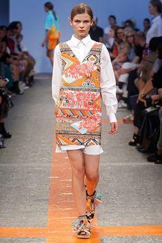msmg #fashion #MFW http://paperproject.it/fashion/mi-raccomando-tutti-vestiti-bene/milano-fashion-week-passerella-sfilate