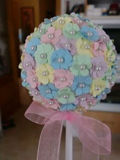 Wedding Paper Bouquet - White/ light yellow with Pearls Felt Crafts, Easter Crafts, Diy And Crafts, Crafts For Kids, Paper Flowers Diy, Felt Flowers, Flower Crafts, Deco Floral, Flower Ball