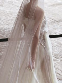 want a picture like this showing off my veil