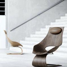 Le célèbre architecte japonais Tadao Ando s'est associé à Carl Hansen & Son pour concevoir une chaise longue sculpturale qui rend hommage à Hans J. Wegner. Dream Chair allie savoir-faire danois et design traditionnel japonais, elle est destinée à encourager les gens à passer plus de temps à rêver.  Ando aime explorer les possibilités des matériaux et de ce qui est possible structurellement. La courbe de la chaise repousse les limites quand il s'agit d'une conception avec du bois.