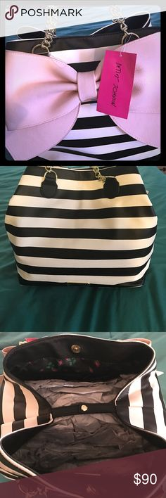 BETSEY JOHNSON BOW TRAP PURSE LARGE BETSEY BLACK AND WHITE STRIPE PURSE WITH LARGE PINK BOW.  SNAP CLOSURES. BEAUTIFUL 👛 Betsey Johnson Bags Satchels