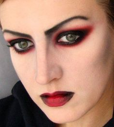 maquillaje-de-vampiresa-2014-ojos-sombra-roja-negra-labios-rojos-oscuros.jpg (400×446)