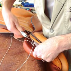 #butet #saddlery #saumur #savoirfaire #saddle #selle #horse #cheval #factory #france Jumping Saddle, Saumur, France, Over Ear Headphones, Horse, Instagram Posts, Leather, Horses, French