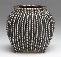 Telephone wire basket, Zodbw Maphumulo Worldwide Designs Urchin, Sharon Dugan Sharon Dugan Beauty Ngxongo International Folk A. Basket Weaving Patterns, Nantucket Baskets, Pine Needle Baskets, Weaving Art, Fibres, Sisal, Gourds, Rattan, Wicker Baskets