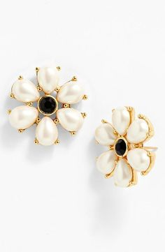 Classic and chic pearl earrings.