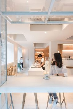 Lukstudio has revived an empty corner lot in a residential district of Guangzhou, China into a café and coworking space defined by several shapely white volumes Cafe Interior Design, Cafe Design, Store Design, Interior Logo, Modern Interior, Coworking Space, Commercial Design, Commercial Interiors, White Cafe