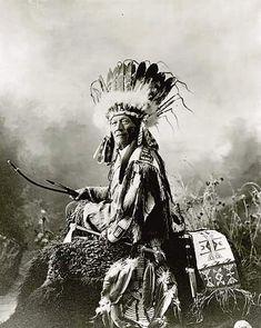 Железный Ястреб, оглала-лакота. 1900