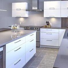 Cuisines Beauregard | Thermoplastique Modern Kitchen Cabinets, Kitchen Reno, Kitchen Remodel, Kitchen Design, Custom Built Homes, Cabinet Colors, Home Remodeling, Home Kitchens, Minimal Design
