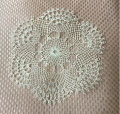 Needle Lace, Needle And Thread, Types Of Lace, Snowflake Pattern, Lace Making, Doilies, Flower Arrangements, Diy And Crafts, Embroidery