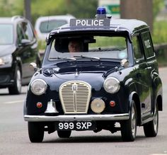 Austin A35 van #ClassicCar British Police Cars, Old Police Cars, Classic Trucks, Classic Cars, Vintage Cars, Antique Cars, Radios, Emergency Vehicles, Police Vehicles