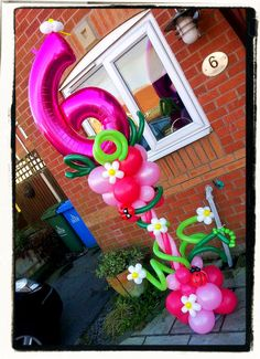 Go large with a funky Balloon Column! Balloon Tower, Balloon Stands, Balloon Backdrop, Balloon Centerpieces, Balloon Columns, Balloon Decorations, Balloon Ideas, Number Balloons, Letter Balloons