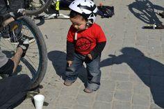 Renato dando instrucciones en la biciclinica
