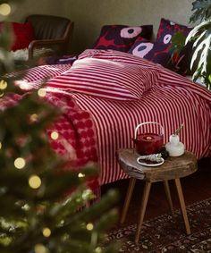 Marimekko Tasaraita duvet cover, Unikko cushion covers and pillowcases, Räsymatto throw and Oiva teapot. Best Bedding Sets, Luxury Bedding Sets, Duvet Bedding, Linen Bedding, Bed Linens, Black Bed Linen, Natural Bedding, Luxury Bedding Collections, Textiles