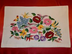 Macar Kalocsa yastık kılıfı Embroidery Flowers Pattern, Flower Patterns, Hungarian Embroidery, Hungary, My Images, Couture, Ribbon Hair Ties, Cross Stitch Embroidery, Mexican Embroidery