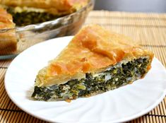 Delicious use of cottage cheese - Puff pastry makes this rich and delicious spinach pie a breeze to prepare. Perfect for breakfast, lunch, or brunch! Step by step photos. Greek Recipes, Pie Recipes, Dinner Recipes, Cooking Recipes, Food Design, Spinach Pie, Chopped Spinach, Frozen Spinach, Vegetarian Recipes