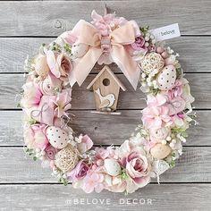 Easter Flower Arrangements, Floral Arrangements, Wreath Crafts, Diy Wreath, Pine Cone Flower Wreath, Christmas Swags, Diy Easter Decorations, Valentine Wreath, Easter Wreaths