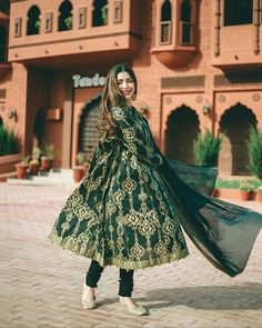 Hirableeh_ the queen Stylish Dresses For Girls, Wedding Dresses For Girls, Simple Dresses, Beautiful Dresses, Casual Dresses, Fashion Dresses, Awesome Dresses, Formal Outfits, Pakistani Dresses Casual