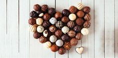 Wallpaper of Chocolate Truffles for fans of Chocolate 38096622 Types Of Chocolate, Chocolate Day, How To Make Chocolate, Chocolate Truffles, Chocolate Desserts, Chocolate Candies, Oreo, Kolaci I Torte, Go For It