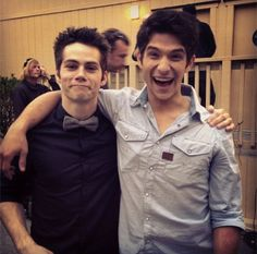 Dylan O'Brien (Stiles) and Tyler Posey (Scott) on the set of Teen Wolf. Tyler Posey Teen Wolf, Teen Wolf Dylan, Teen Wolf Cast, Wolf Tyler, Dylan O'brien, Sterek, Stydia, Bae, Teen Tv