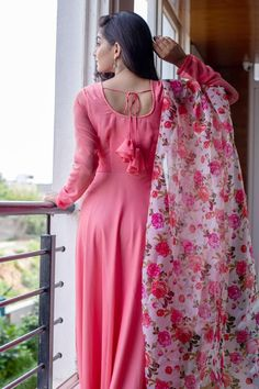 Indian Fashion Dresses, Indian Gowns Dresses, Dress Indian Style, Indian Designer Outfits, Designer Anarkali Dresses, Designer Party Wear Dresses, Kurti Designs Party Wear, Ikkat Dresses, Stitching Dresses