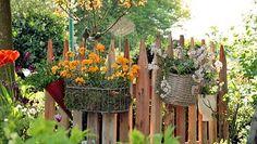Was vorher eine schlichte Palette war, glänzt nun als nostalgischer Gartenzaun. © NDR Fotograf: Isabell Hayn