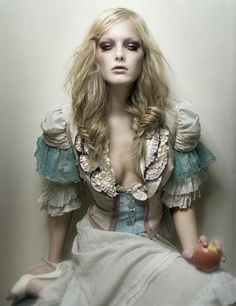 Alice in Wonderland. Dress hair and make up idea..
