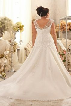 Fit and Flare Cap Sleeves Plus Size Wedding Dress with Appliques | LynnBridal.com