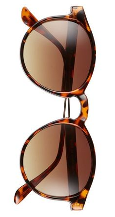 In love with these classic round sunnies for a retro vibe.