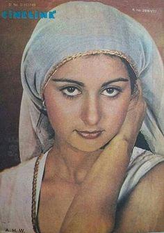 #PoonamDhillon Beautiful Bollywood Actress, Beautiful Indian Actress, Beautiful Actresses, Indian Actresses, Actors & Actresses, Poonam Dhillon, Bun Hairstyles, Woman Face, Mona Lisa