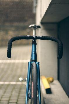 Fixie // Black and White Bicycle Tattoo, Moutain Bike, Urban Bike, Fixed Gear Bike, Speed Bike, Bike Store, Cycling Bikes, Road Bikes, Bike Wheel