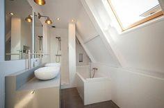 une salle de bain sous pente ou sous combles en 52 photos lofts attic and attic bathroom