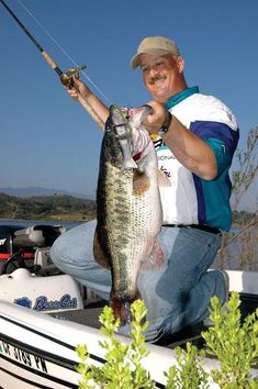 """Largemouth tip: Big bass set up on deep ambush points.  Focus on ledges, humps, & points.  15-40 ft range.  Cast from shallowest point, let sink, slow retrieve. {try RT Custom Lures Stocker Trout, 10"""".}"""