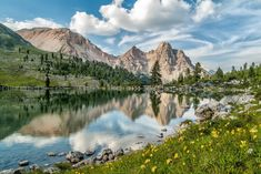 I LAGHI DELLE ALPI – DODICESIMA TAPPAIl Regno dei Fanes, terra di antiche leggende e di grande suggestione paesaggistica, ospita alcuni piccoli laghi, tra cui il Lago Verde, immerso nel rilassante ambiente dell'Alpe di Fanes Piccola.