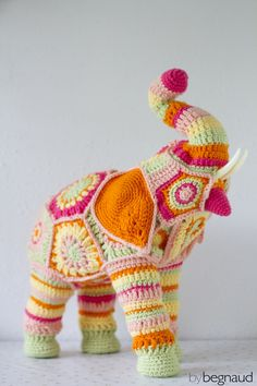 Hand crocheted elephant sculpture. Made by Begnaud, find more here: www.etsy.com/shop/bybegnaud