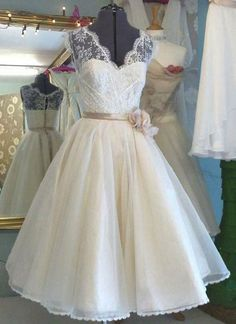 A-line V-neck Sleeveless T-length Princess Lace Bodice Organza Skirt,Short Ivory Wedding Dress,Sweetheart prom dress