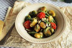 Villámgyors pirított gnocchi petrezselyem pestóval Naan, What To Cook, Gnocchi, Vegan Recipes, Vegan Food, Pesto, Sprouts, Pizza, Vegetables