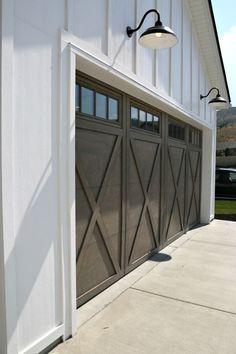 Salt Lake City Parade of Homes 2017 Recap Modern Farmhouse Garage Doors. Design Garage, Door Design, Exterior Design, House Design, Detached Garage Designs, Exterior Paint, Garage Lighting, Exterior Lighting, Barn Lighting