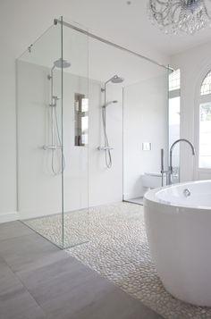 Houten vloer in de badkamer | Bathroom Inspiration | Pinterest ...