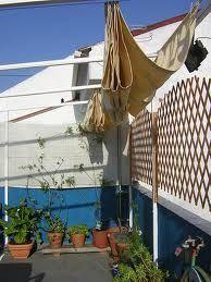 Mirando por internet he encontrado cómo crear un toldo casero para la terraza . De este modo, evitamos gastar tanto dinero en un toldo adqui...