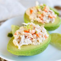Avocado stuffed with shrimp and crab salad - Roxanne Cuisine Ways To Eat Healthy, Healthy Snacks, Healthy Recipes, Yummy Recipes, Crab Stuffed Avocado, Snacks Für Party, Avocado Recipes, Mexican Food Recipes, Tapas