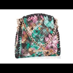 Steve Madden Floral Mini Crossbody Bag Absolutely beautiful, and able to carry your necessities! Multicolor, Gold Hardware, can be worn as a shoulder bag, or crossbody! Get it while you can Price Firm Steve Madden Bags Crossbody Bags