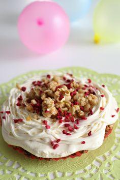 Suvikukkasia: Pikkuväen vappukakku! Vanilla Cheesecake Chocolate Raspberry Pockorn